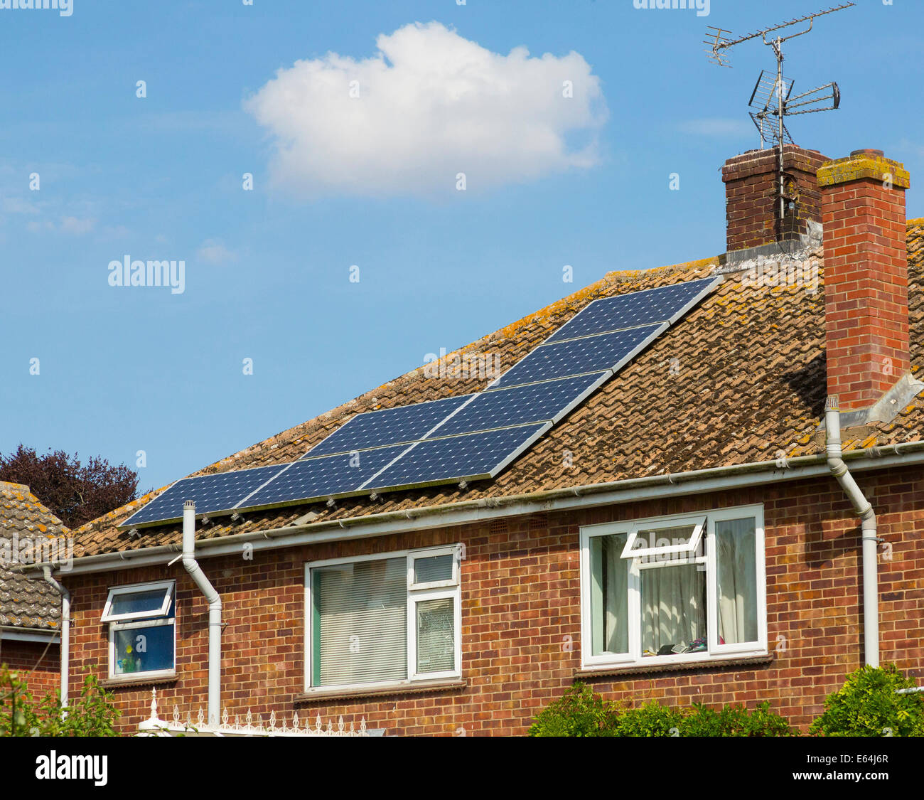 Los paneles solares fotovoltaicos en el REINO UNIDO Imagen De Stock
