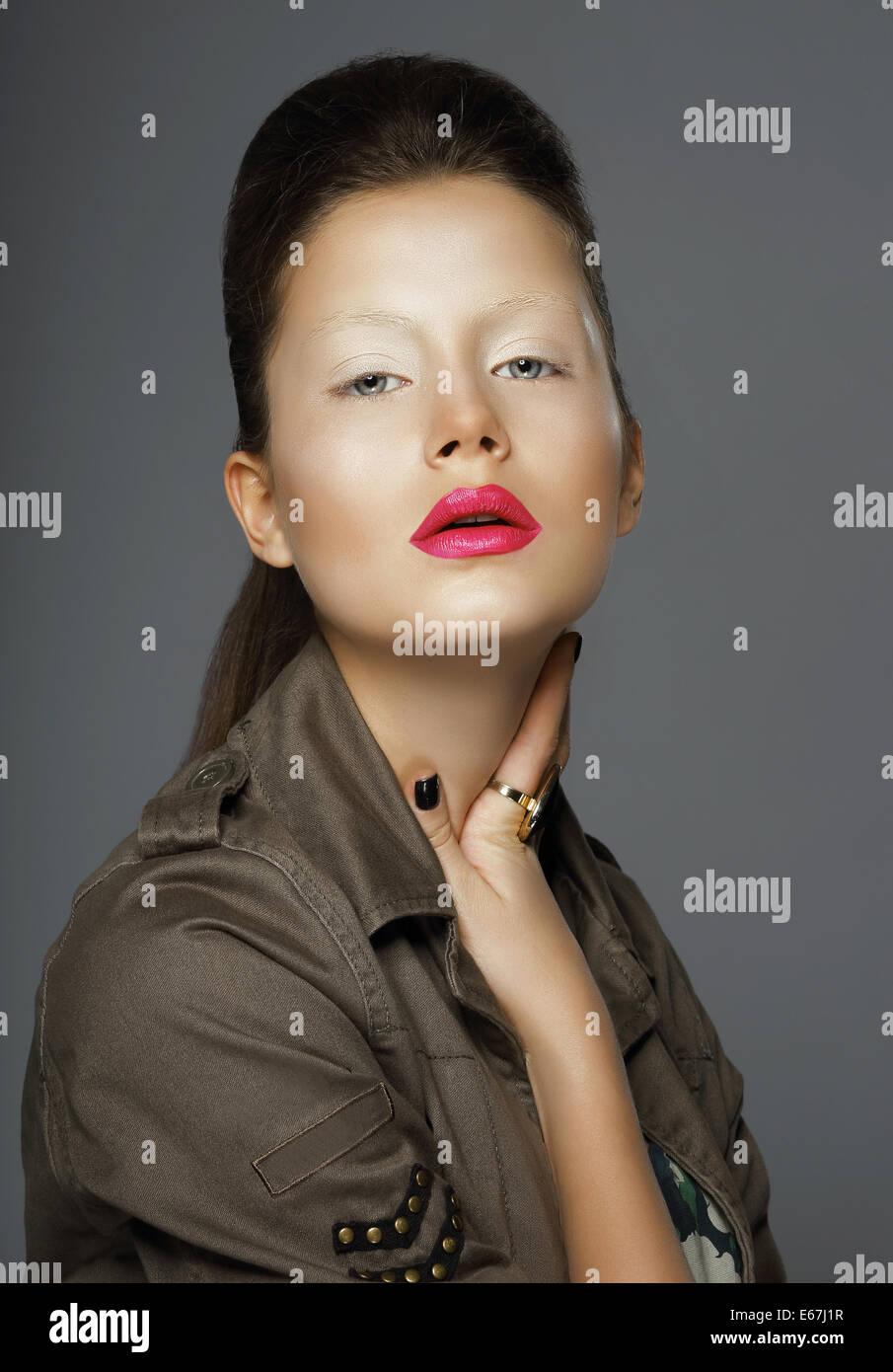 La elegancia. Mujer asiática con maquillaje de moda Imagen De Stock