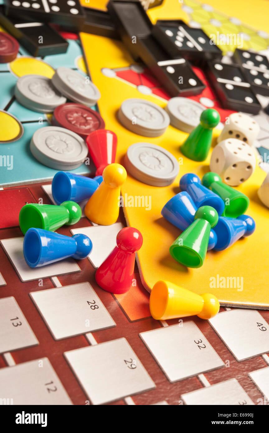 Varios Juegos De Mesa Foto Imagen De Stock 72734050 Alamy
