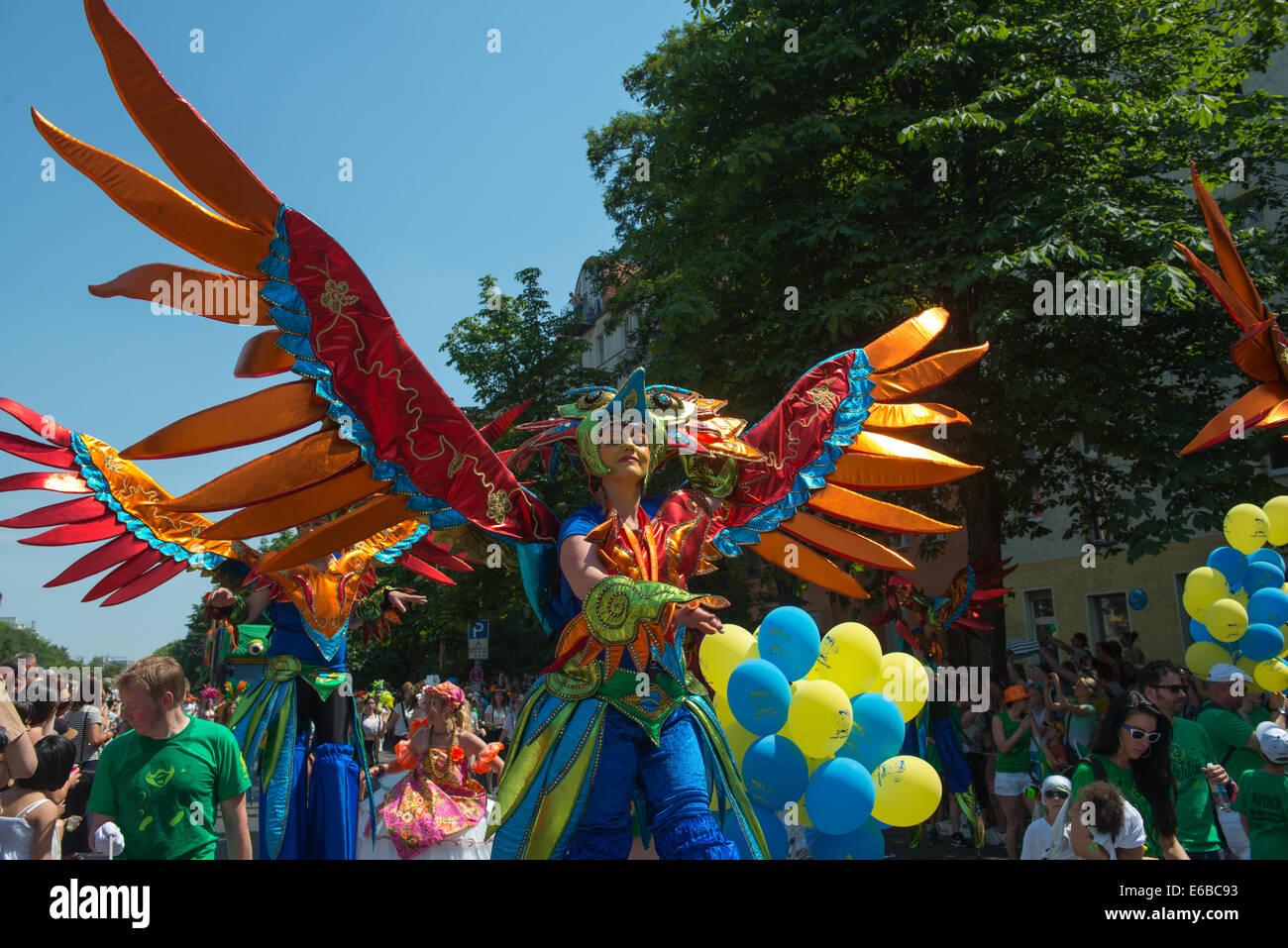 Los participantes en el Karneval der Kulturen (Carnaval de las culturas), uno de los principales festivales urbanos Imagen De Stock