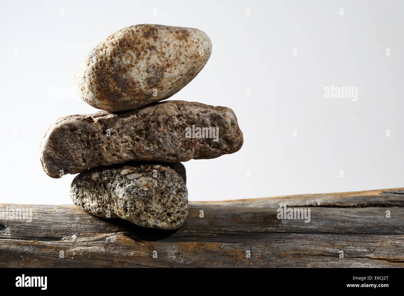 Tres Piedras en cada uno de los demás, la foto en horizontal Imagen De Stock