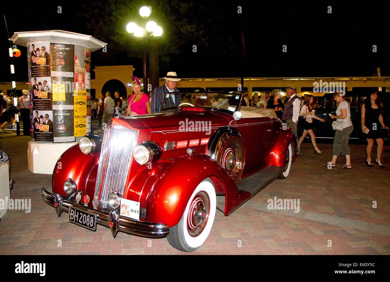 1934 Auburn de coches de época en la pantalla durante el fin de semana Art Deco Tremains en Napier en la región Imagen De Stock