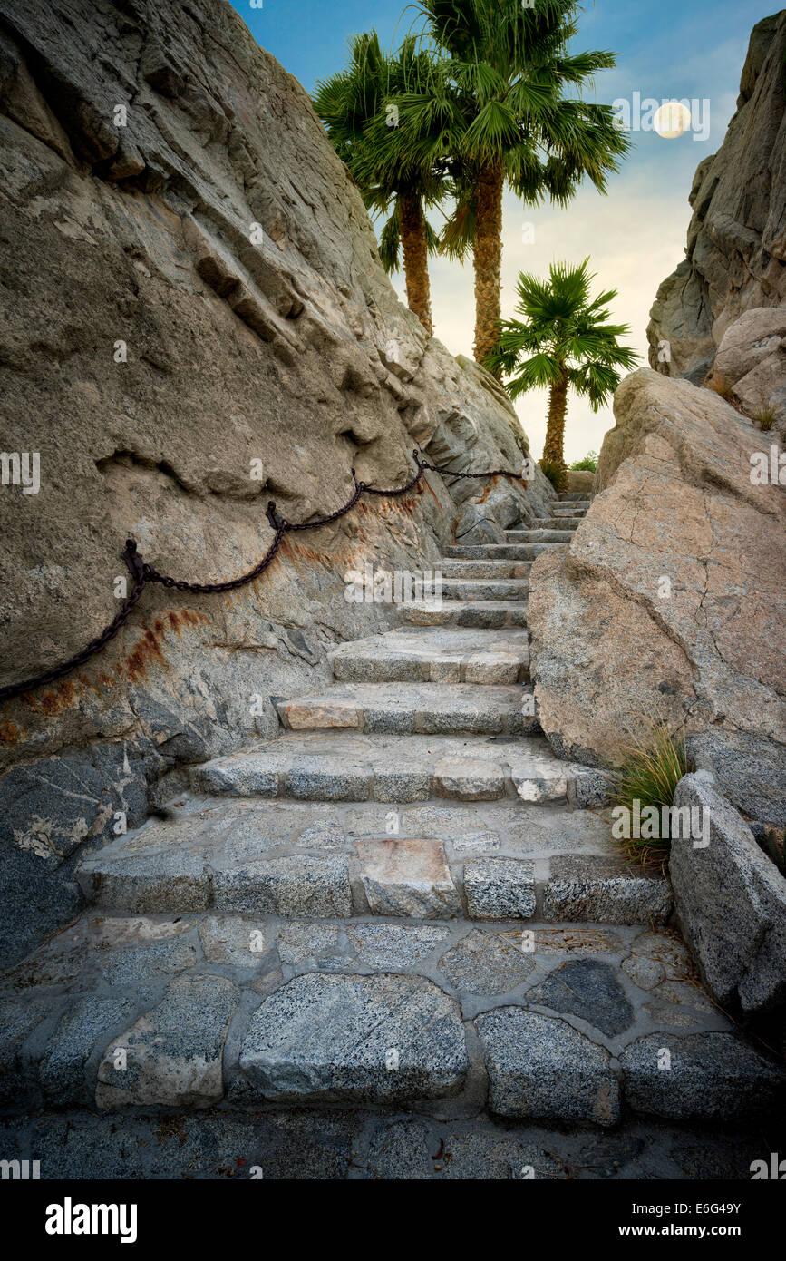 Ruta de paso de piedra en Silver Rock Golf Resort. La Quinta, California Imagen De Stock