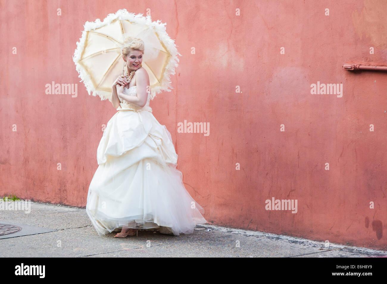 Wedding Umbrella Imágenes De Stock & Wedding Umbrella Fotos De Stock ...