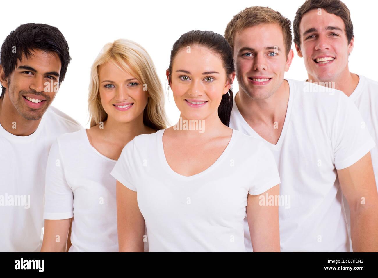 4a459309efc Un grupo de amigos, vistiendo camisetas blancas sobre fondo blanco. Imagen  De Stock