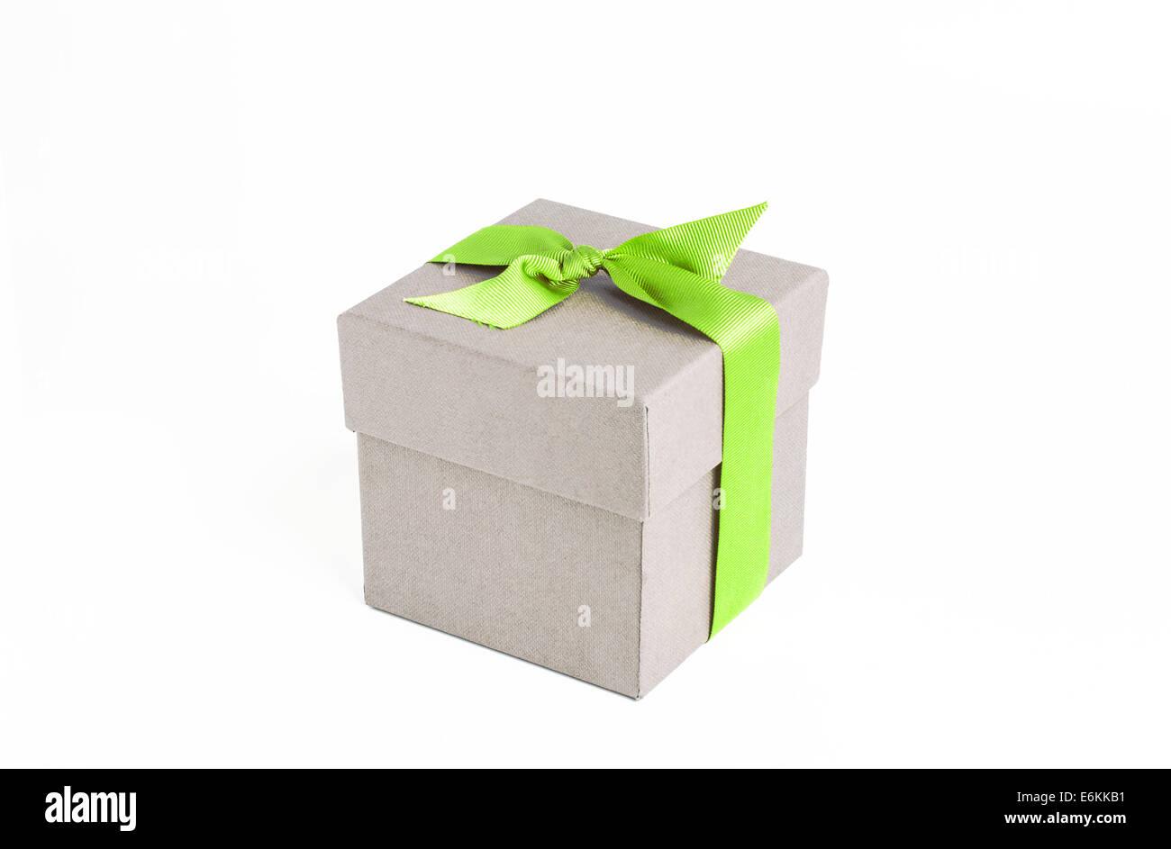 Caja de regalo con cinta verde Imagen De Stock
