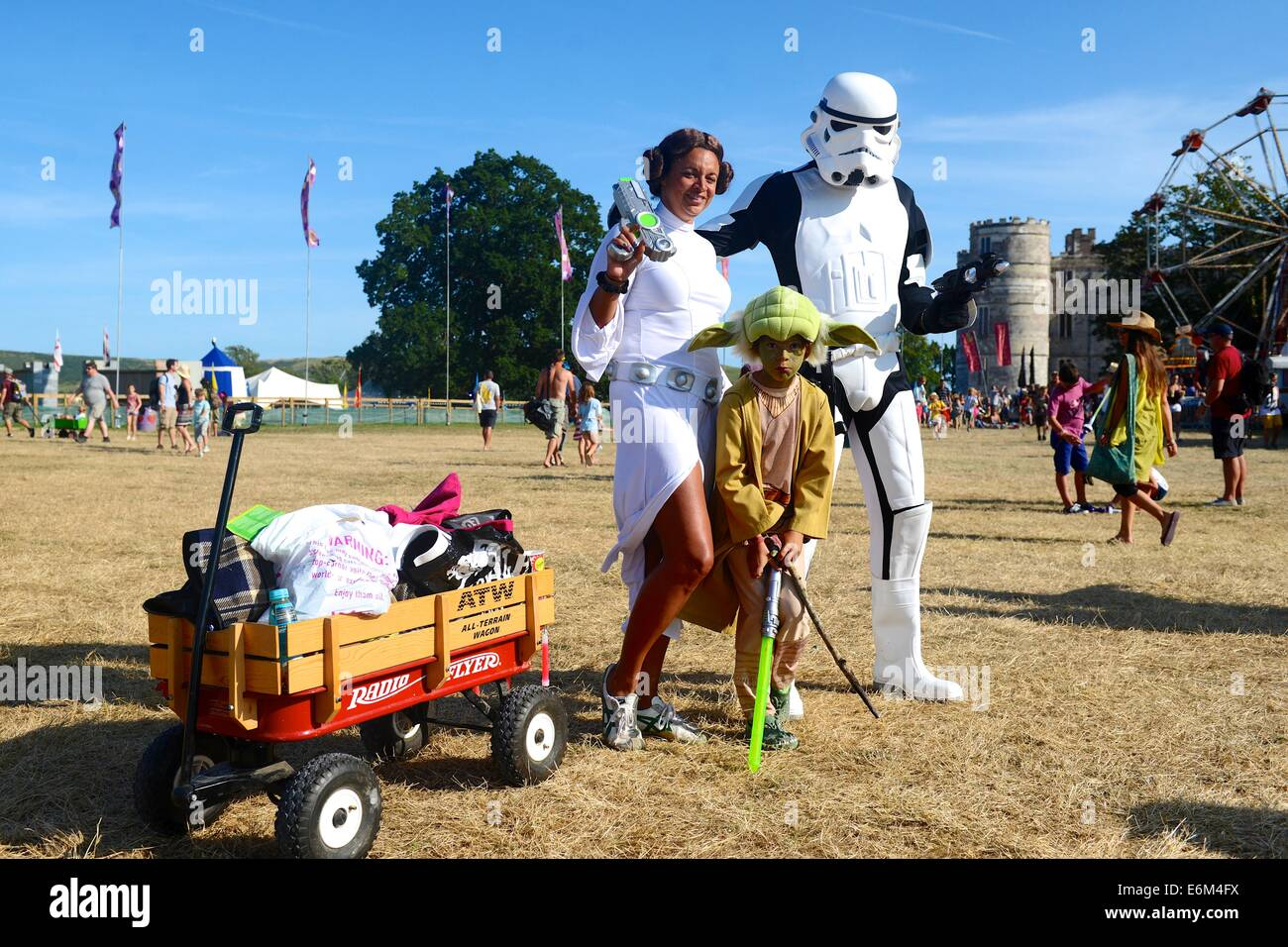 Familia en Star Wars Fancy Dress en Camp Bestival 2014 en Lulworth Castle Imagen De Stock