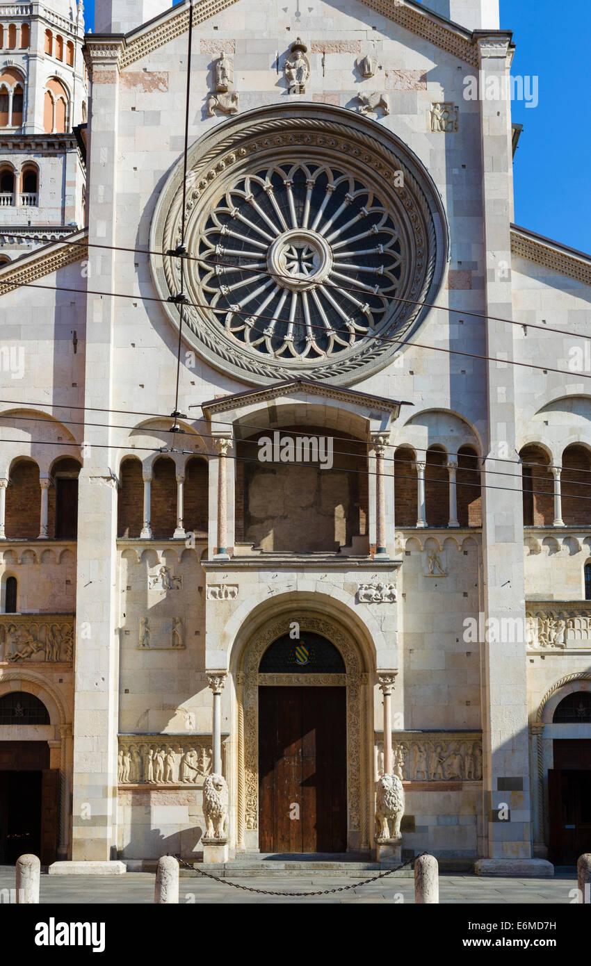 La fachada occidental de la Catedral, Piazza Duomo, Módena, Emilia Romagna, Italia Imagen De Stock