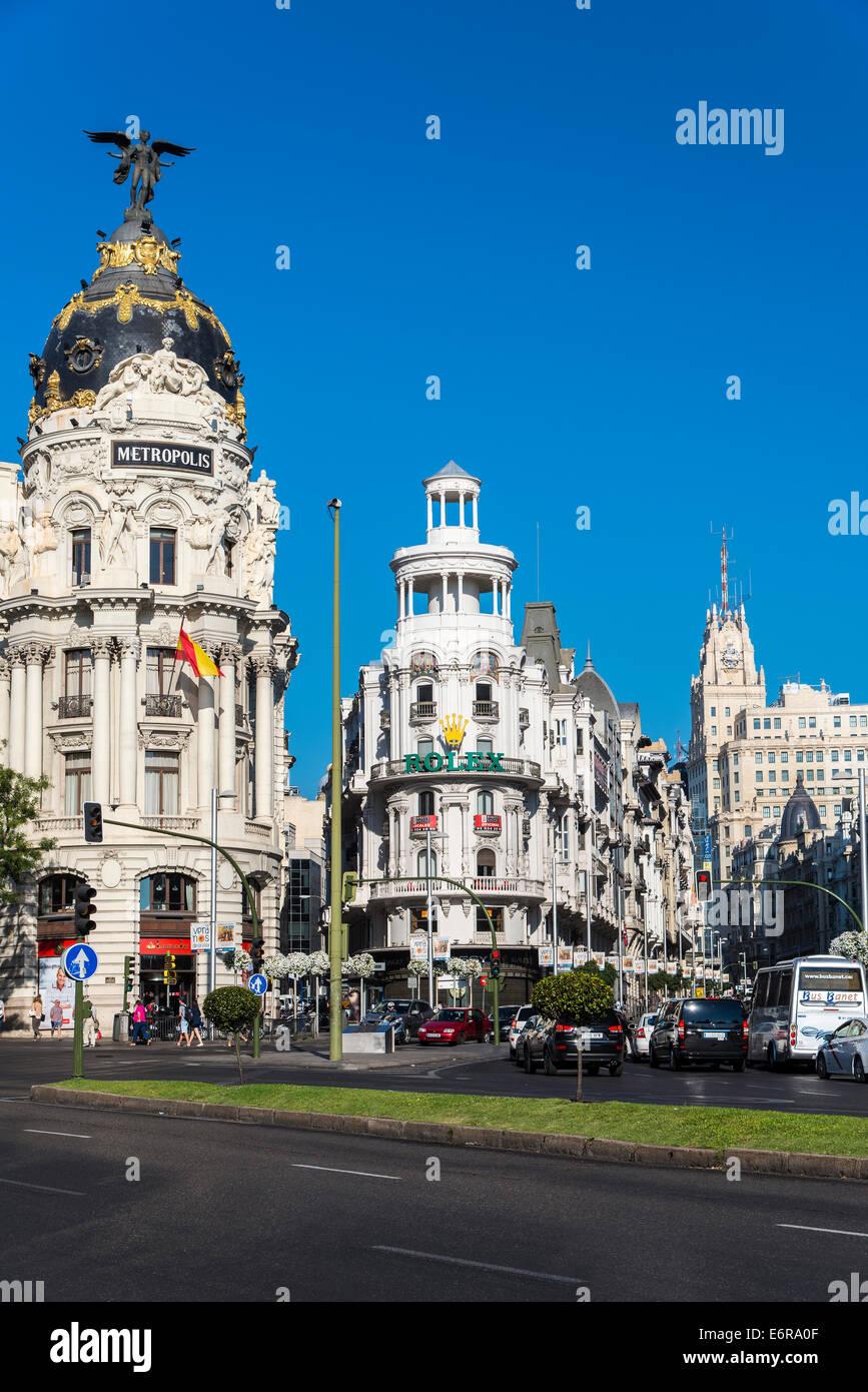 La calle Gran Via y edificio Metrópolis, Madrid, Comunidad de Madrid, España Imagen De Stock