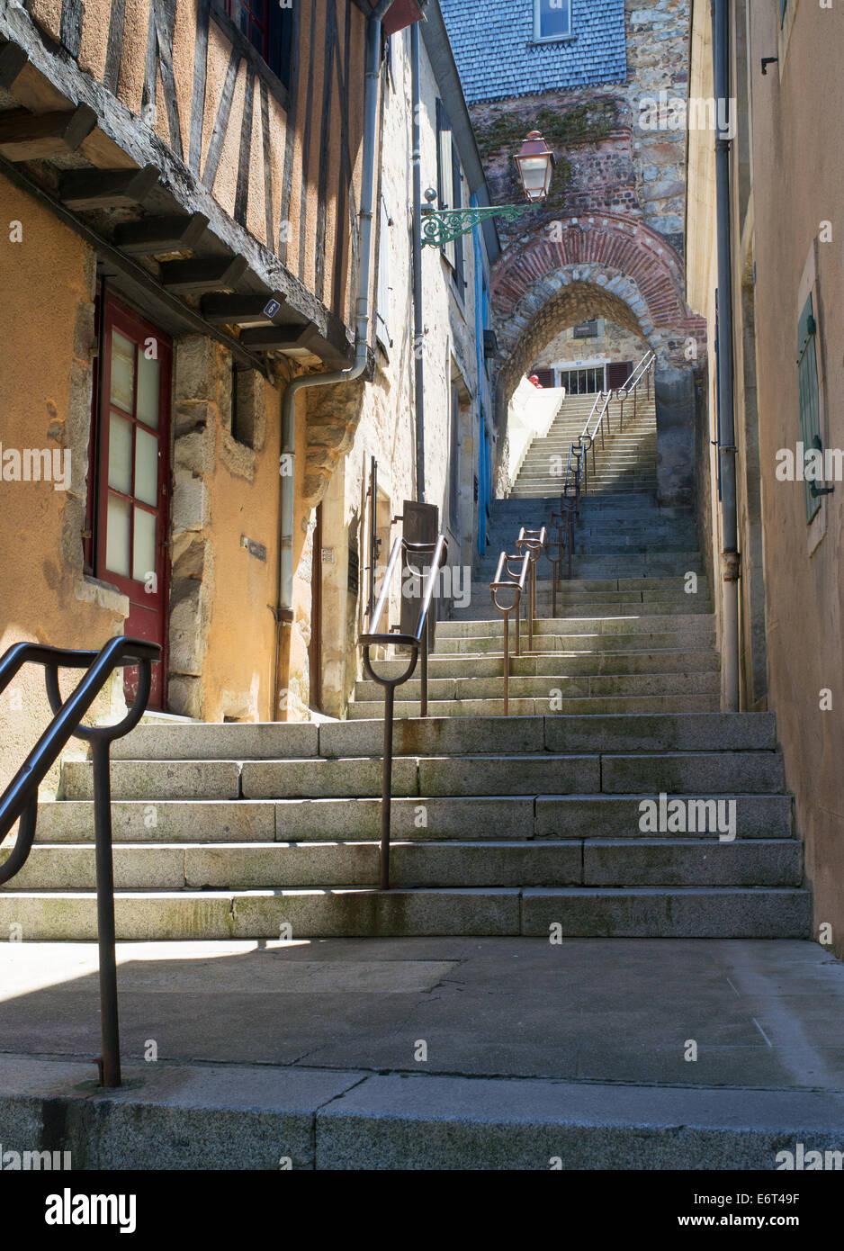 Escalera de piedra antigua L'escalier de grande poterne, Le Mans, Francia, Europa Foto de stock