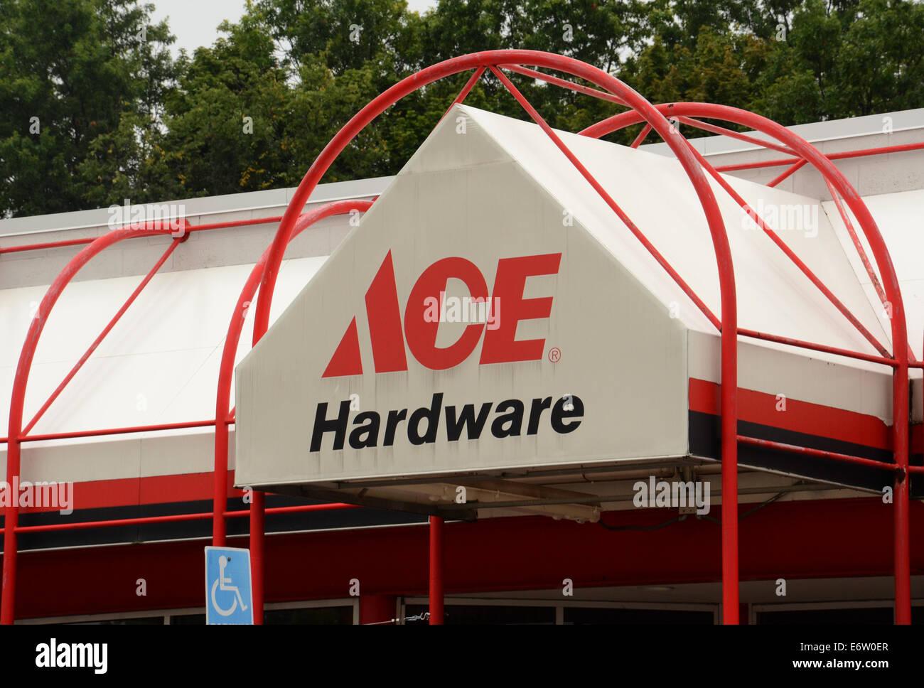 ANN ARBOR, MI - Agosto 24: Ace Hardware east Ann Arbor store es mostrado el 24 de agosto de 2014. Foto de stock