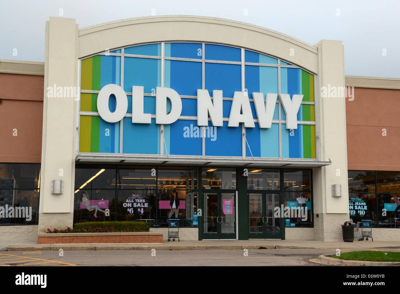 ANN ARBOR, MI - Agosto 24: Ventas en Old Navy Ann Arbor store es mostrado el 24 de agosto de 2014. Foto de stock