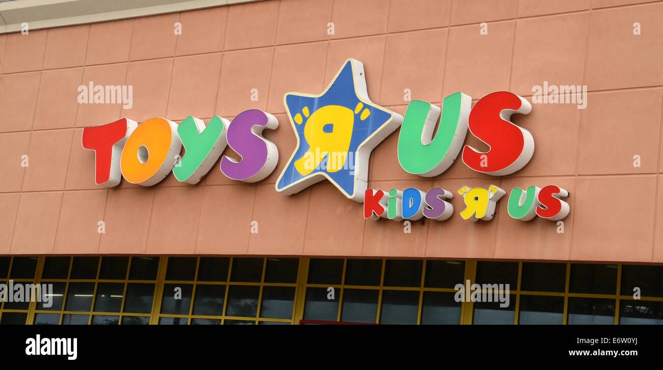 ANN ARBOR, MI - Agosto 24: Toys R Us escaparate de Ann Arbor es mostrado el 24 de agosto de 2014. Foto de stock