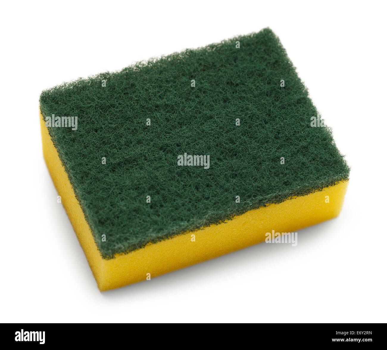 Parte superior verde amarillo con almohadilla de fregar aislado sobre fondo blanco. Imagen De Stock