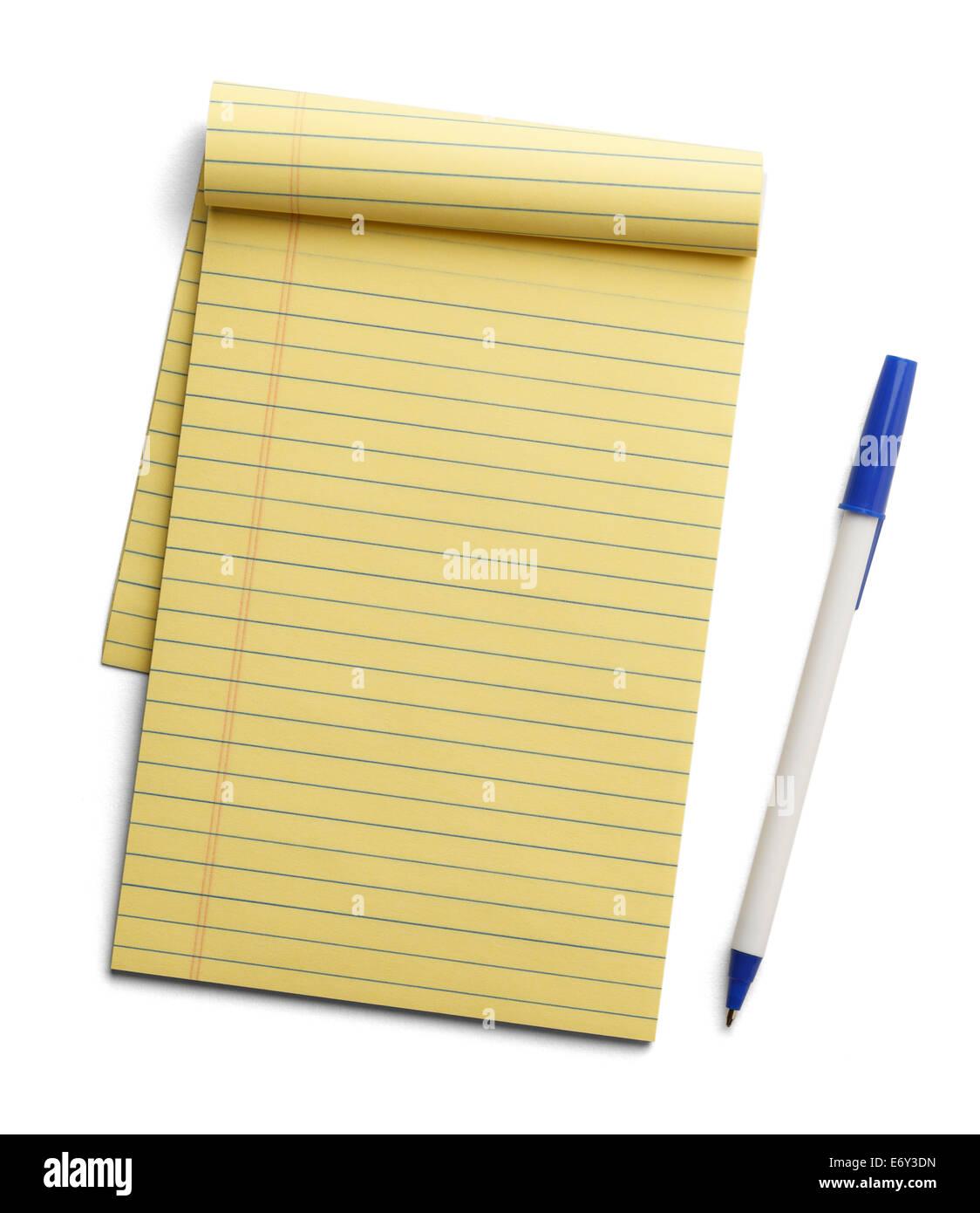 Note Pad Amarillo con pluma azul junto a ella aislado sobre fondo blanco. Imagen De Stock
