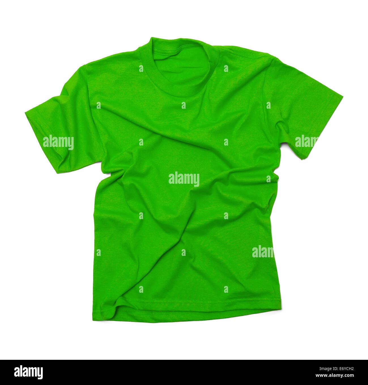 Camiseta verde con arrugas aislado sobre fondo blanco. Imagen De Stock