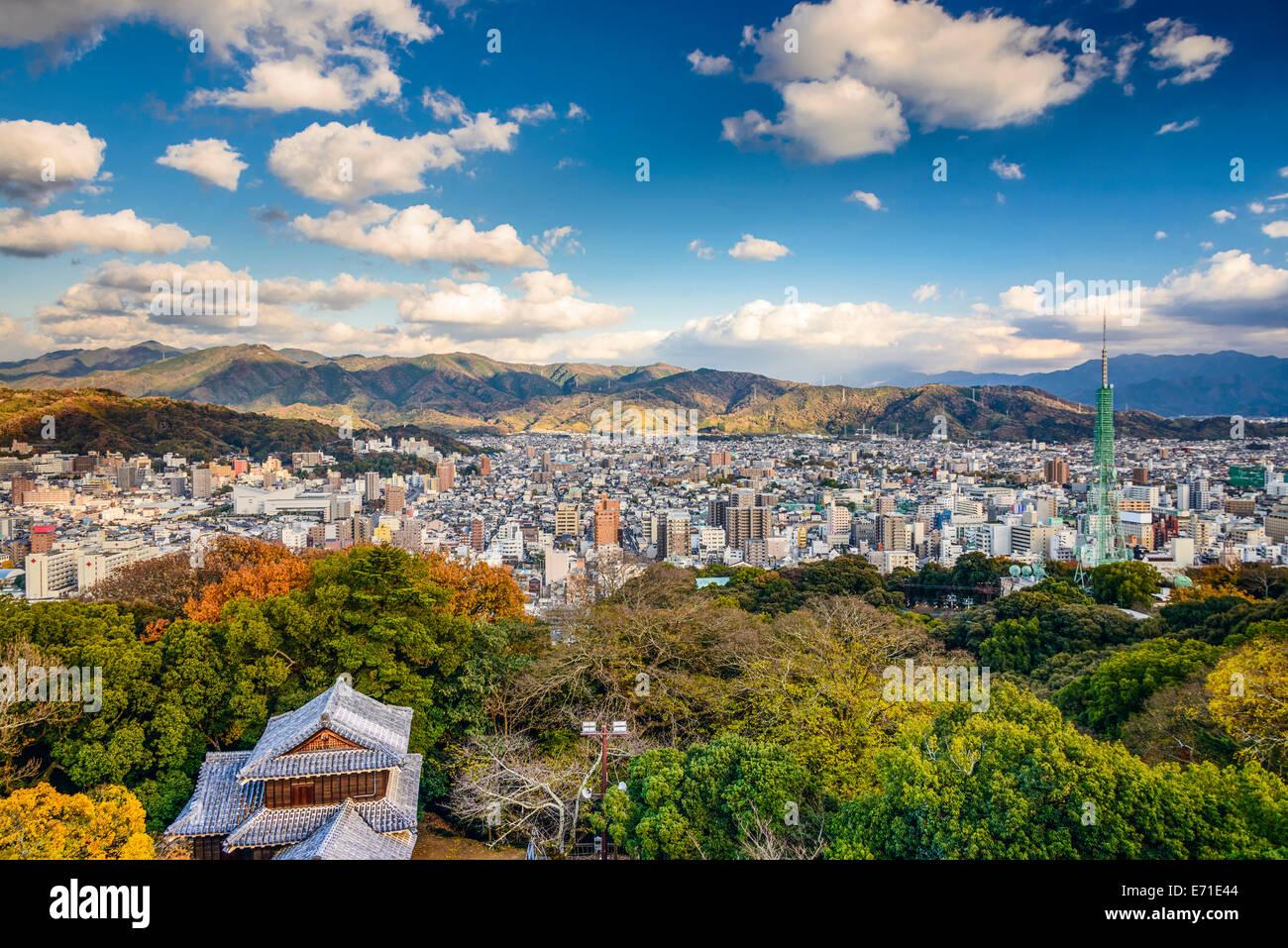 Matsuyama, Japón el centro de ciudad. Imagen De Stock