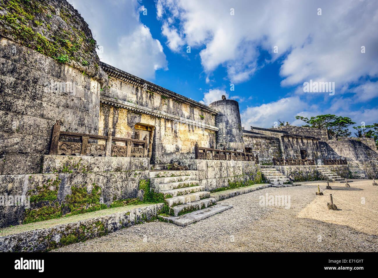 Mausoleo Tamaudun en Okinawa, Japón. Los restos de 18 reyes Ryuku y sus familias están enterrados en Tamaudun. Foto de stock