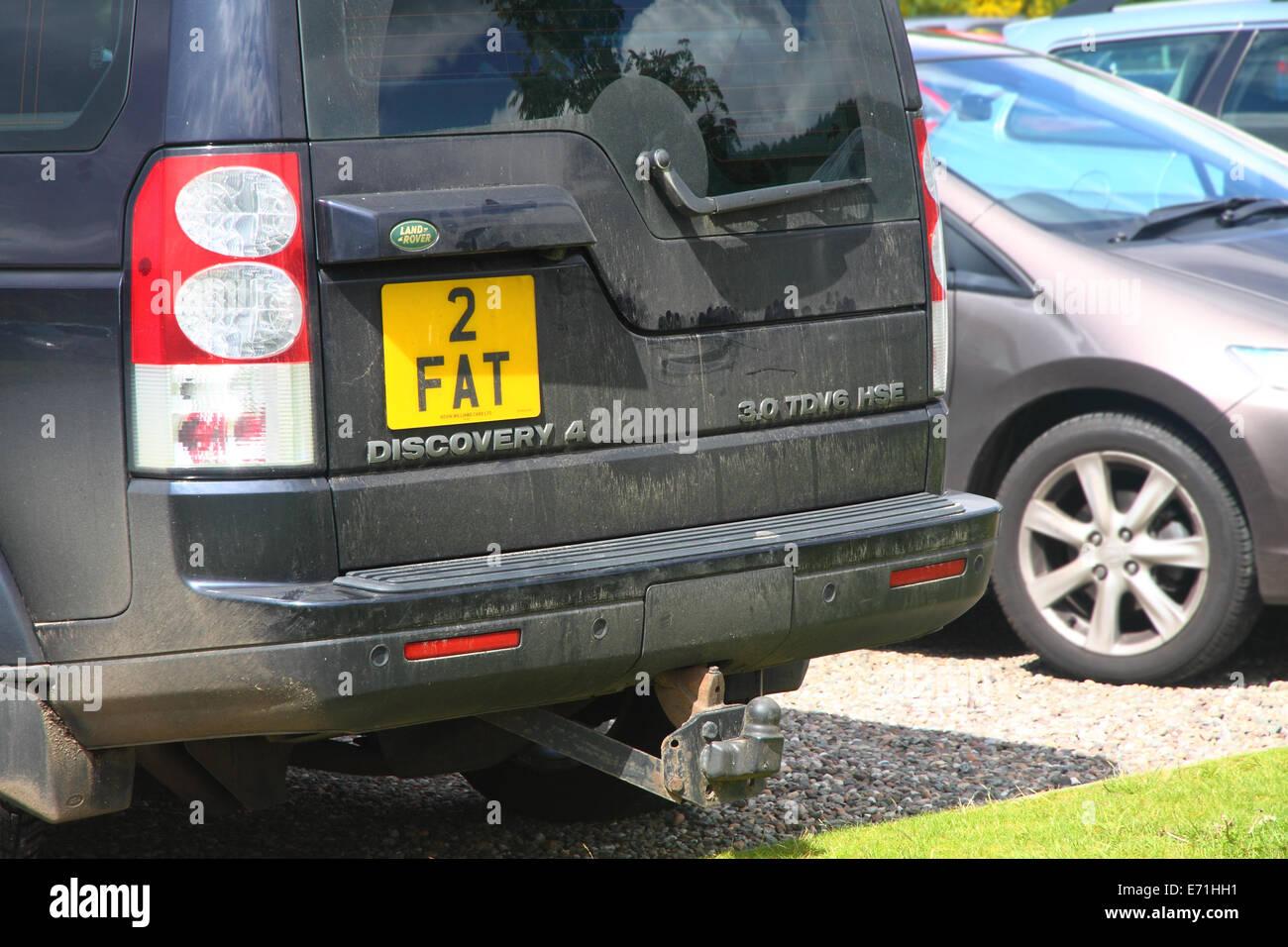 '2' grasa acariciado la inscripción en una sucia Land Rover Discovery vistos en un aparcamiento de Perthshire, Escocia Foto de stock