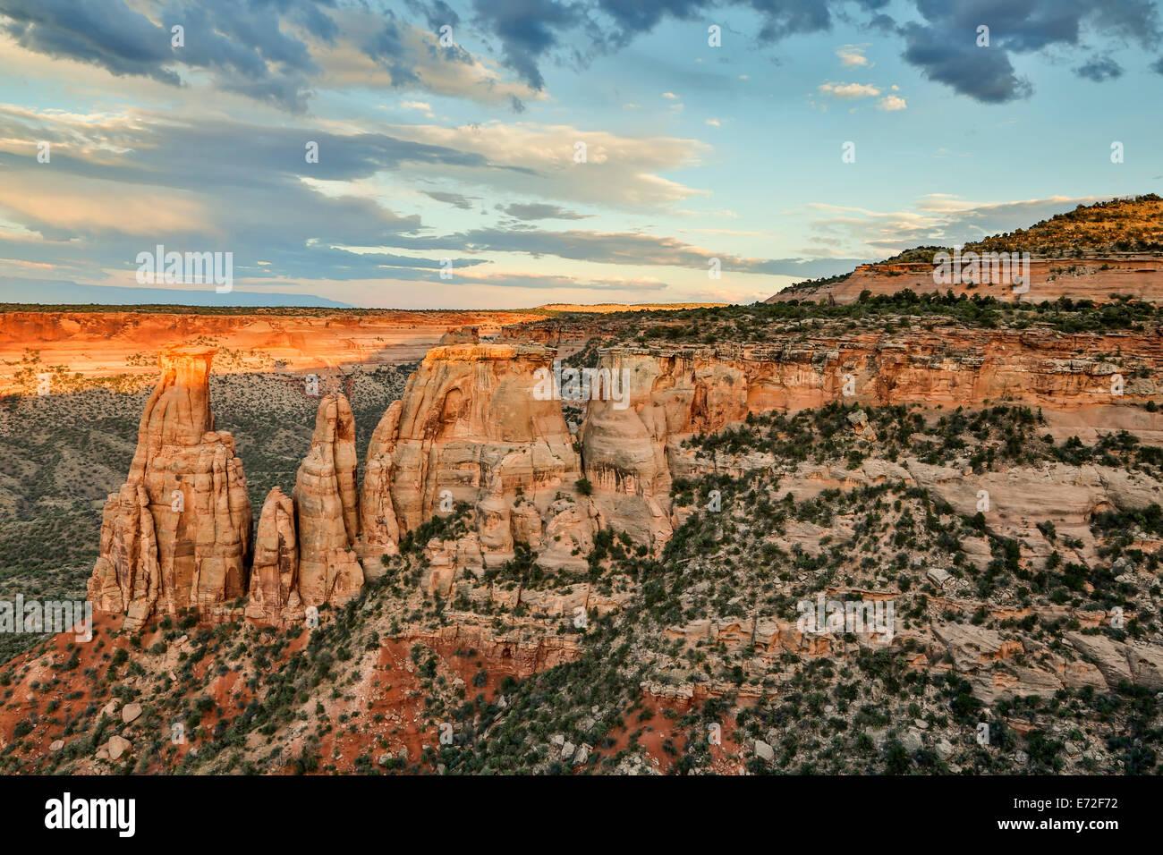 Monumentos de piedra arenisca y formaciones, Monumento Nacional de Colorado, Grand Junction, Colorado, EE.UU. Foto de stock
