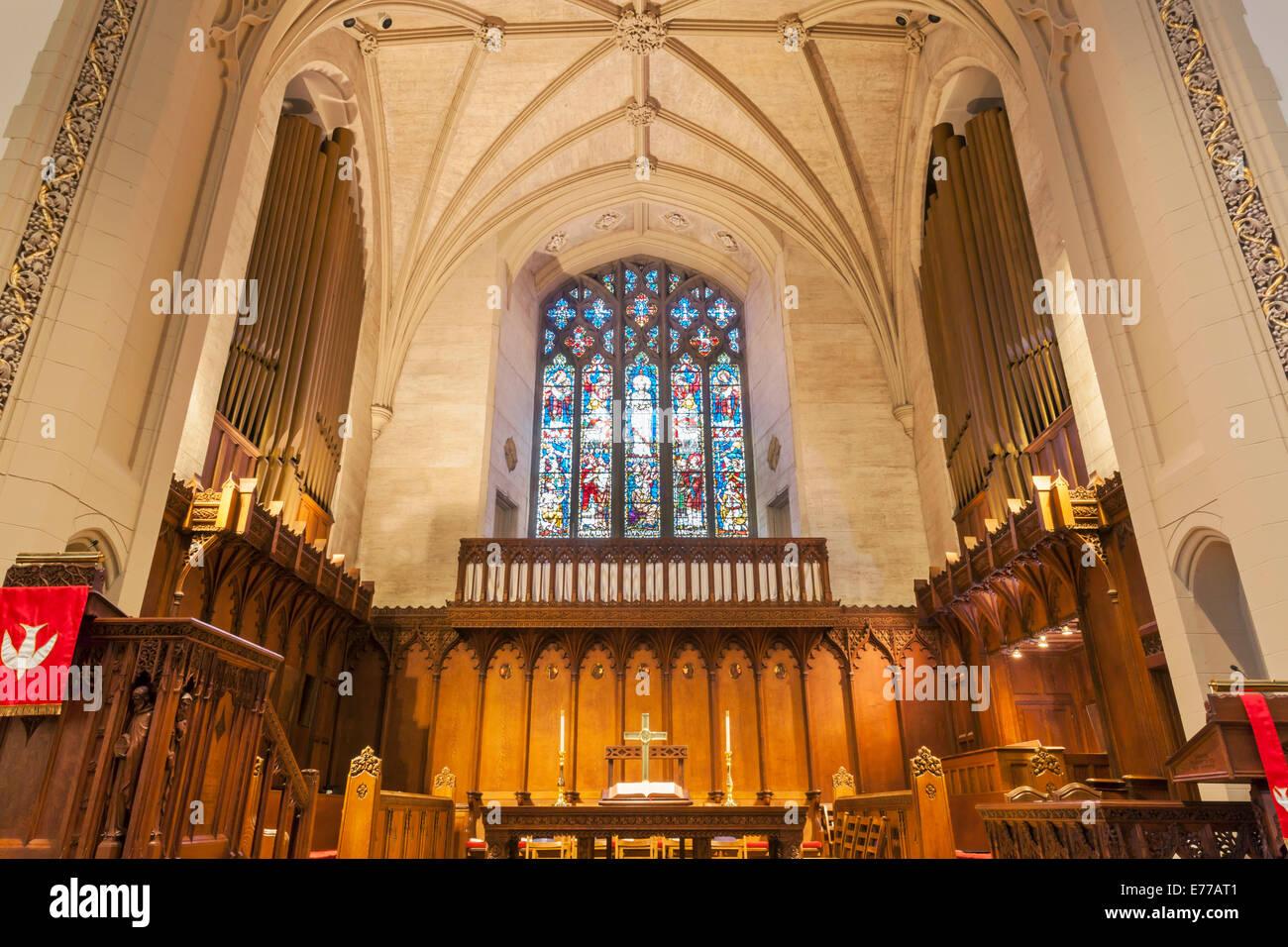 Un órgano de tubos en una iglesia. Imagen De Stock