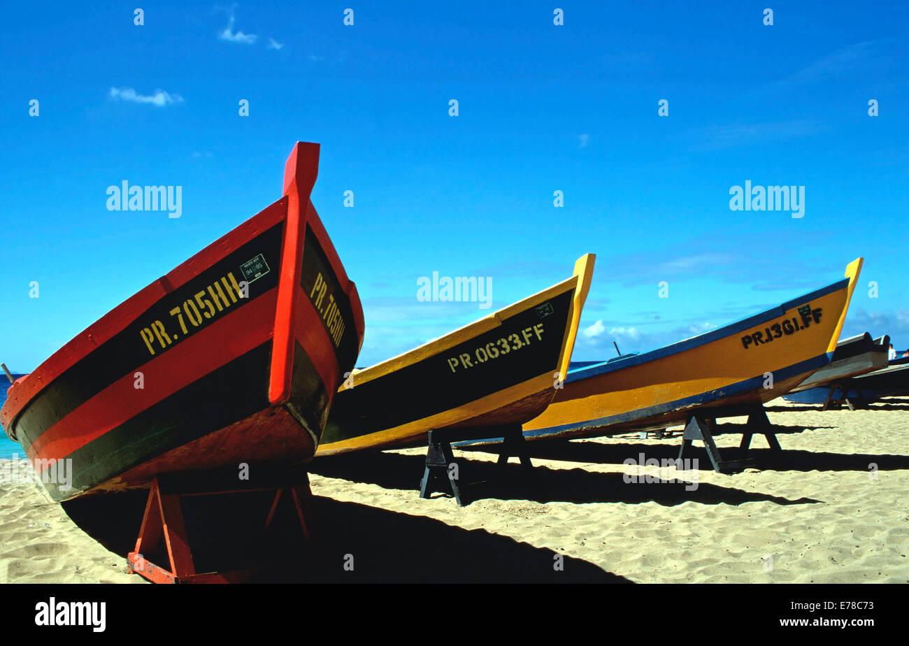 Coloridos barcos de pesca,Crash Boat Beach, Aguadilla, Puerto Rico Imagen De Stock