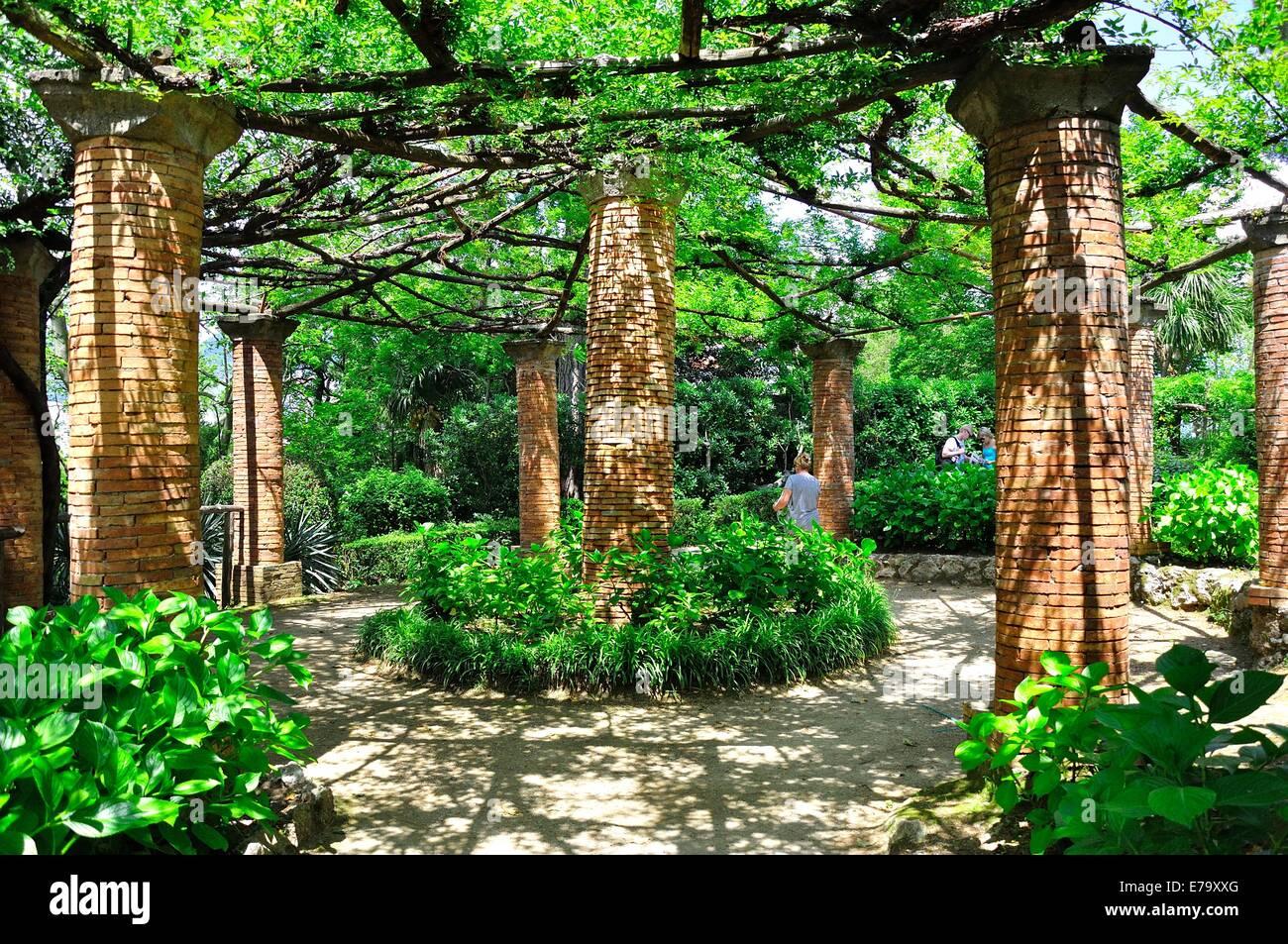 La Hortensia Avenue, en los jardines de Villa Cimbrone, Ravello, Italia Foto de stock