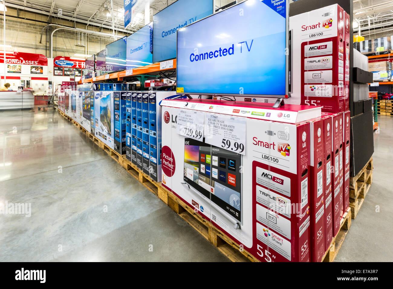 TV pasillo en una tienda Costco. Imagen De Stock