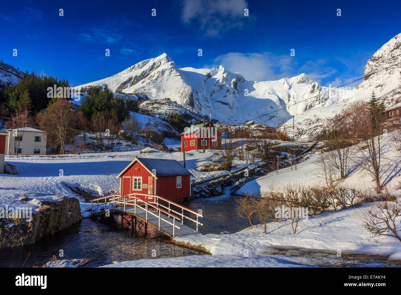 La pequeña aldea de noruega en invierno Imagen De Stock