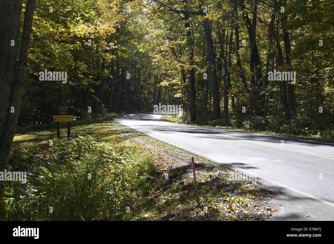 Signo de gran conglomerado cae en Bessemer, Michigan Foto de stock