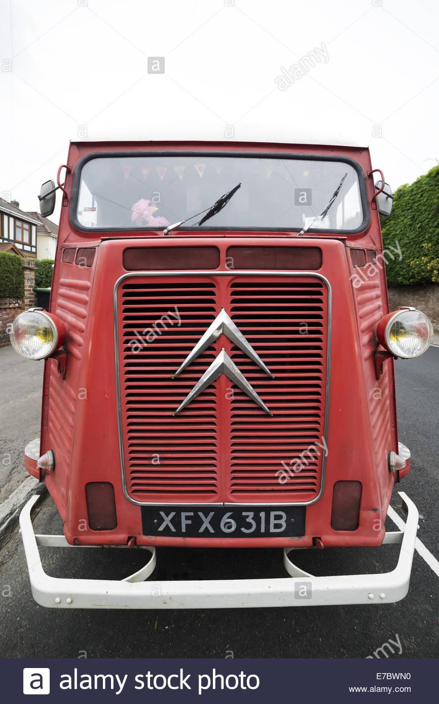 En la vista frontal de una pre 1969 Citroën H Van Foto de stock
