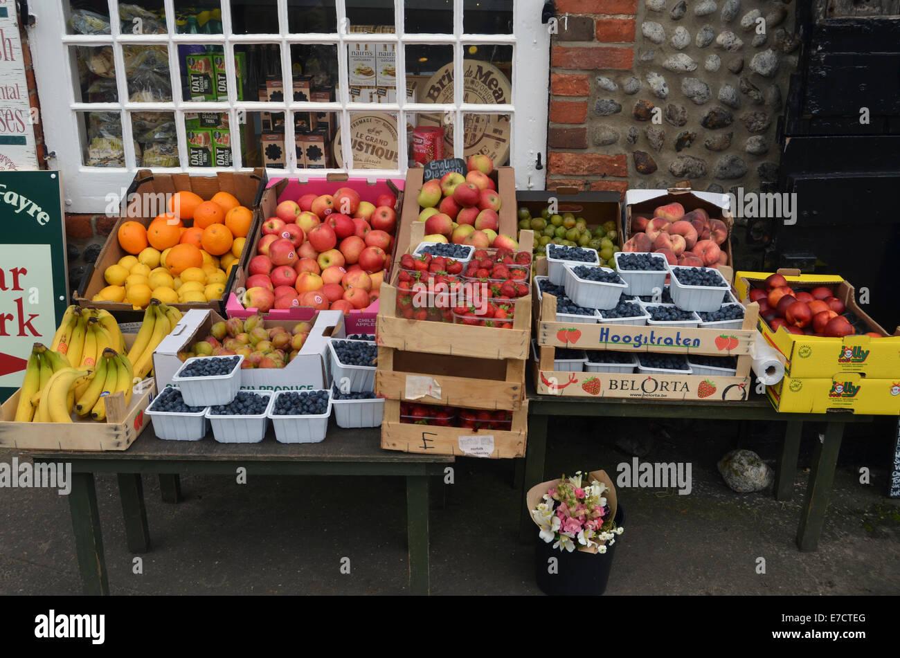 Tienda local, la venta de productos locales, principalmente Cley junto al mar, Norfolk Agosto de 2014 REINO UNIDO Imagen De Stock