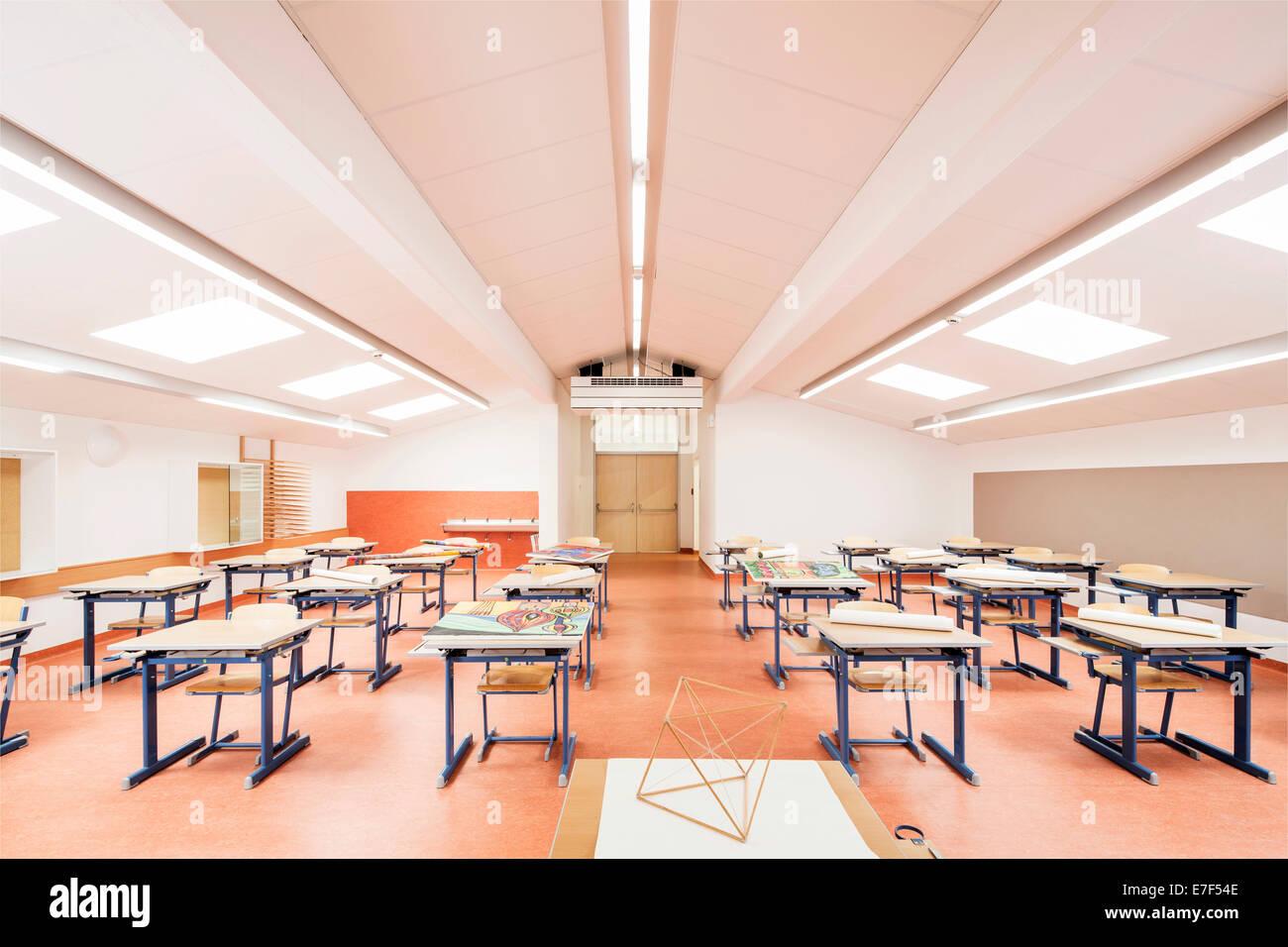 Sala de Arte de una escuela de enseñanza media, Reith im Alpbachtal, Tirol, Austria Imagen De Stock