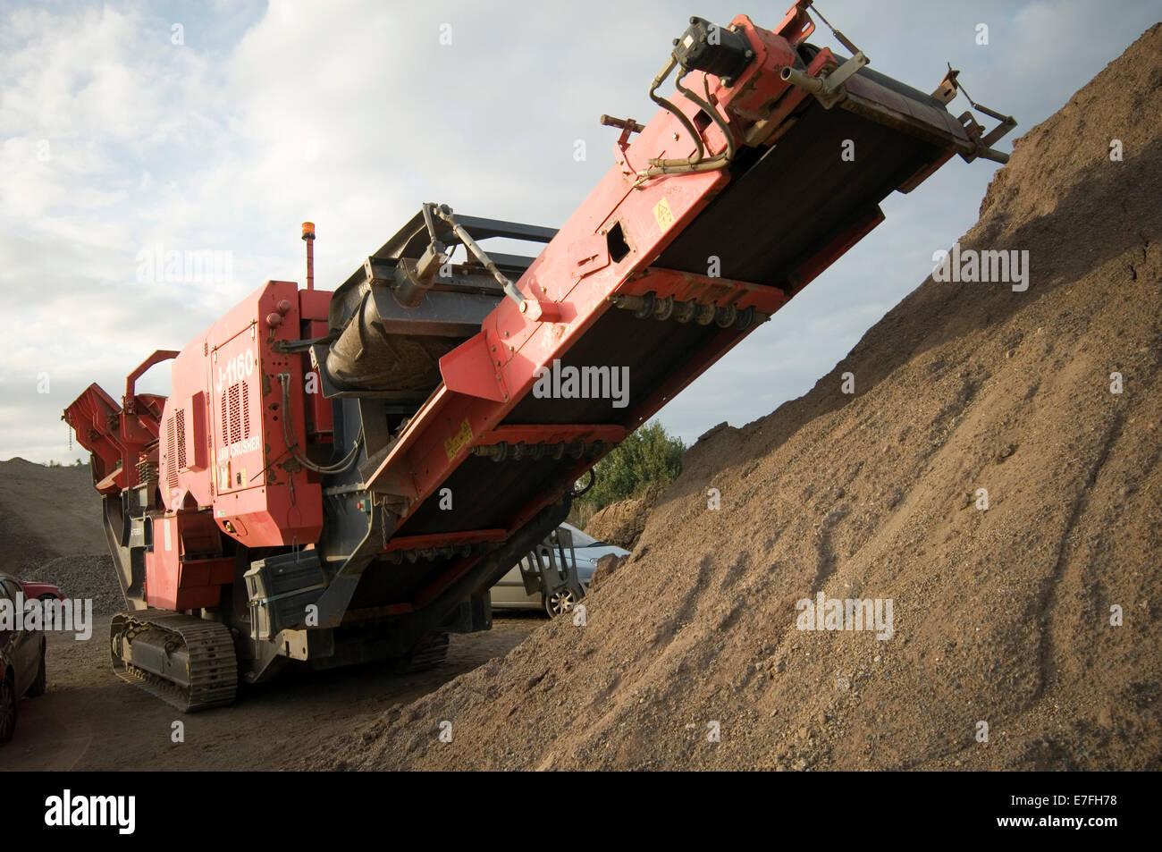 Agregado de trituración trituradoras móviles de producción minera Canteras demolición Construcción Imagen De Stock