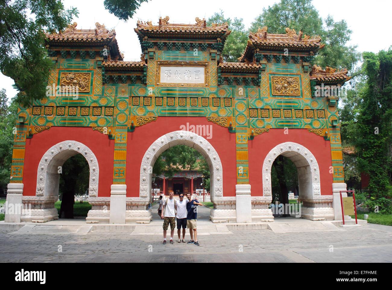 Los estudiantes occidentales, el templo de Confucio Beijing, China 2014 Imagen De Stock