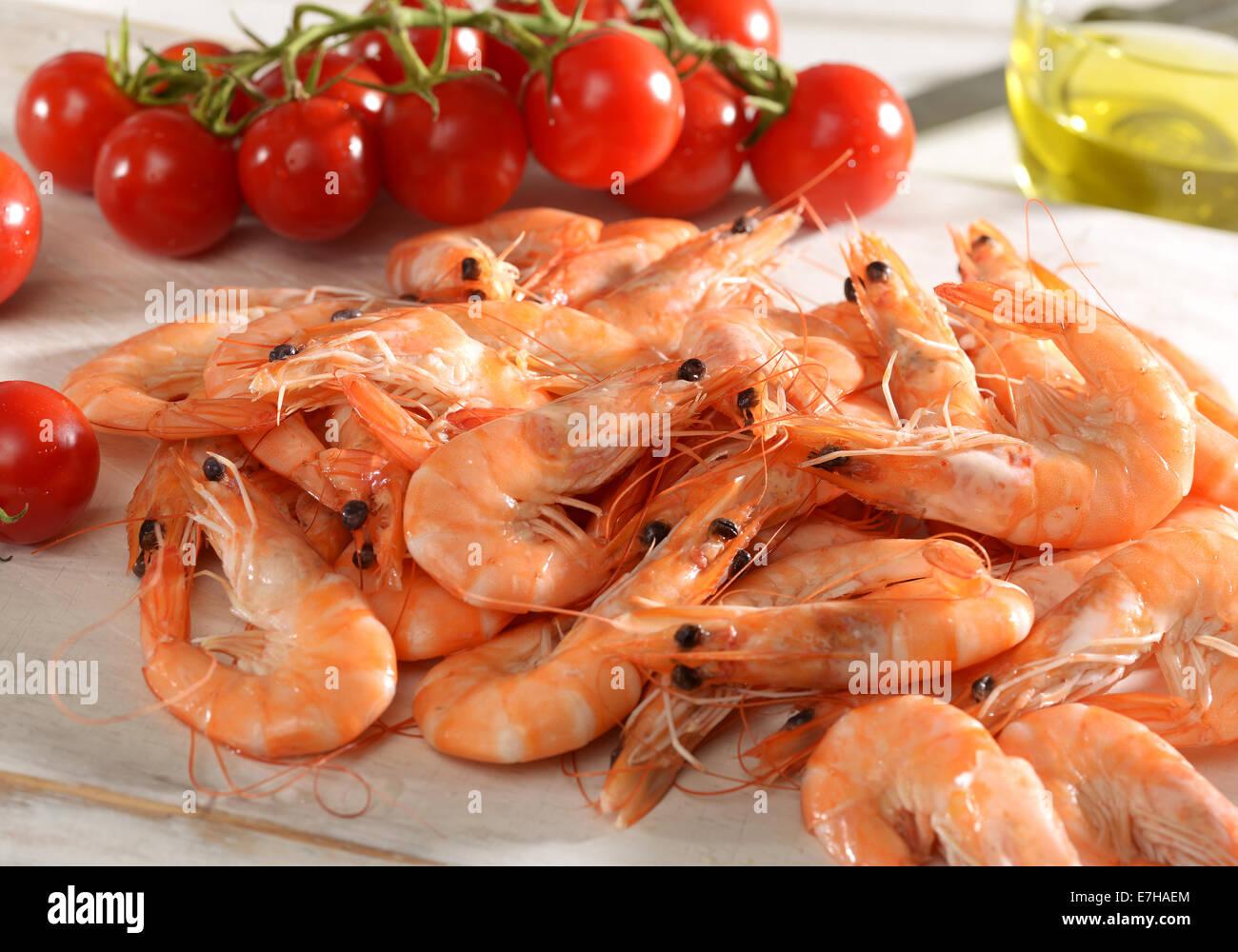 Montón de camarones marinos rosa fresca cruda Foto de stock