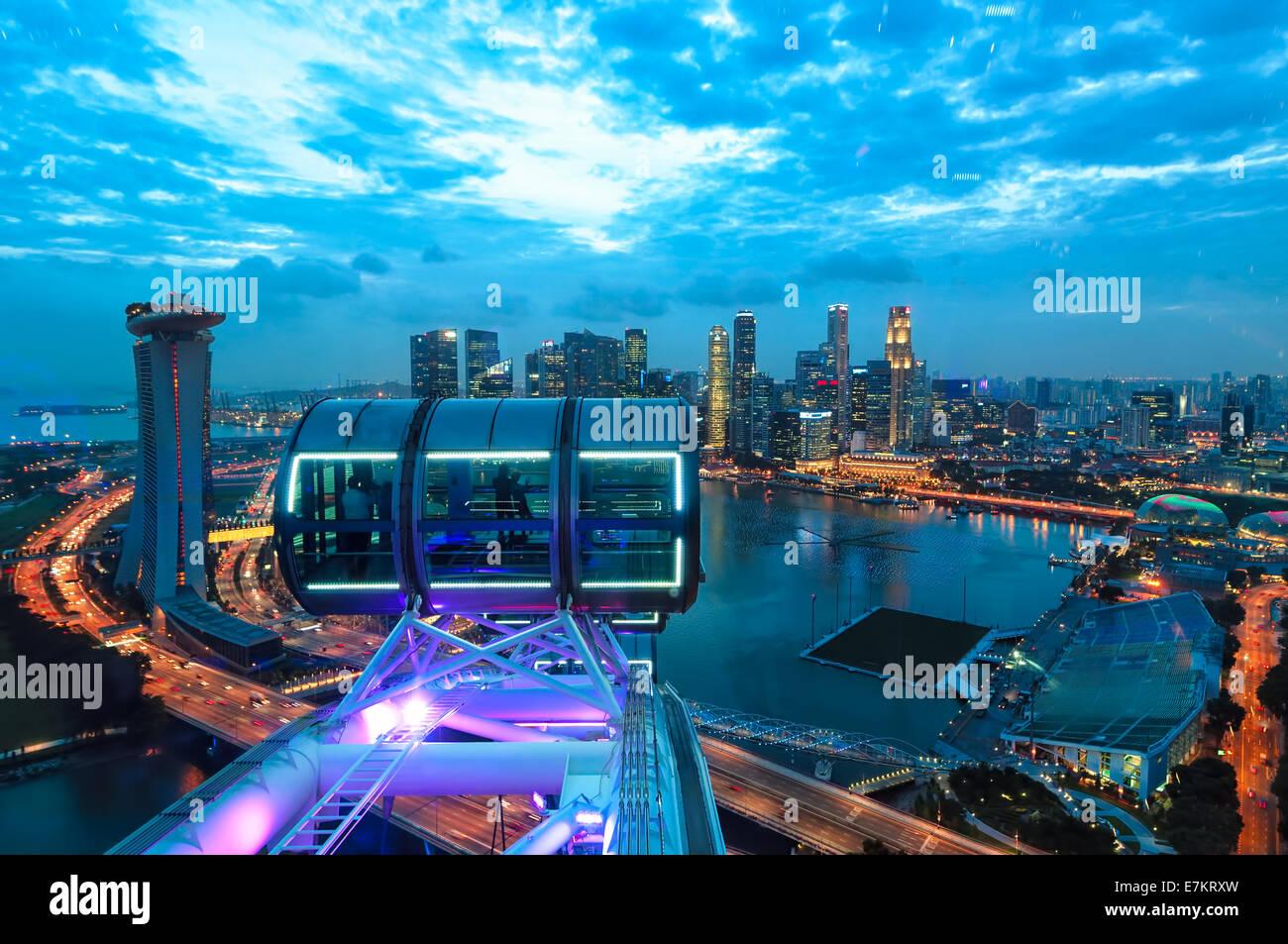 Mirando A Singapur A La Puesta De Sol Desde El Singapore Flyer Foto