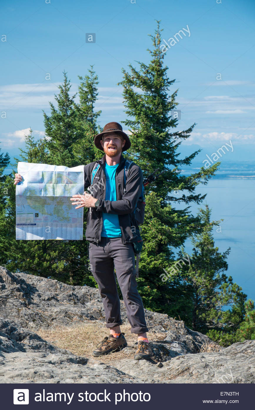 Senderos Trip Leader, Jackson Jewett, explicando la historia de Moran State Park, la Isla Orca, Washington Imagen De Stock