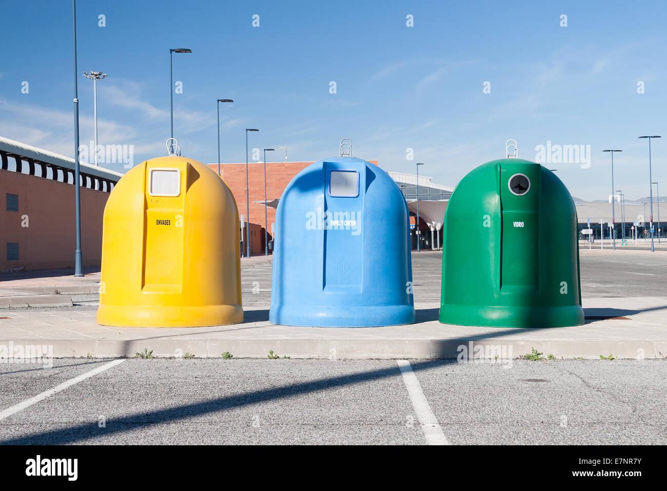 Contenedores de basura Imagen De Stock