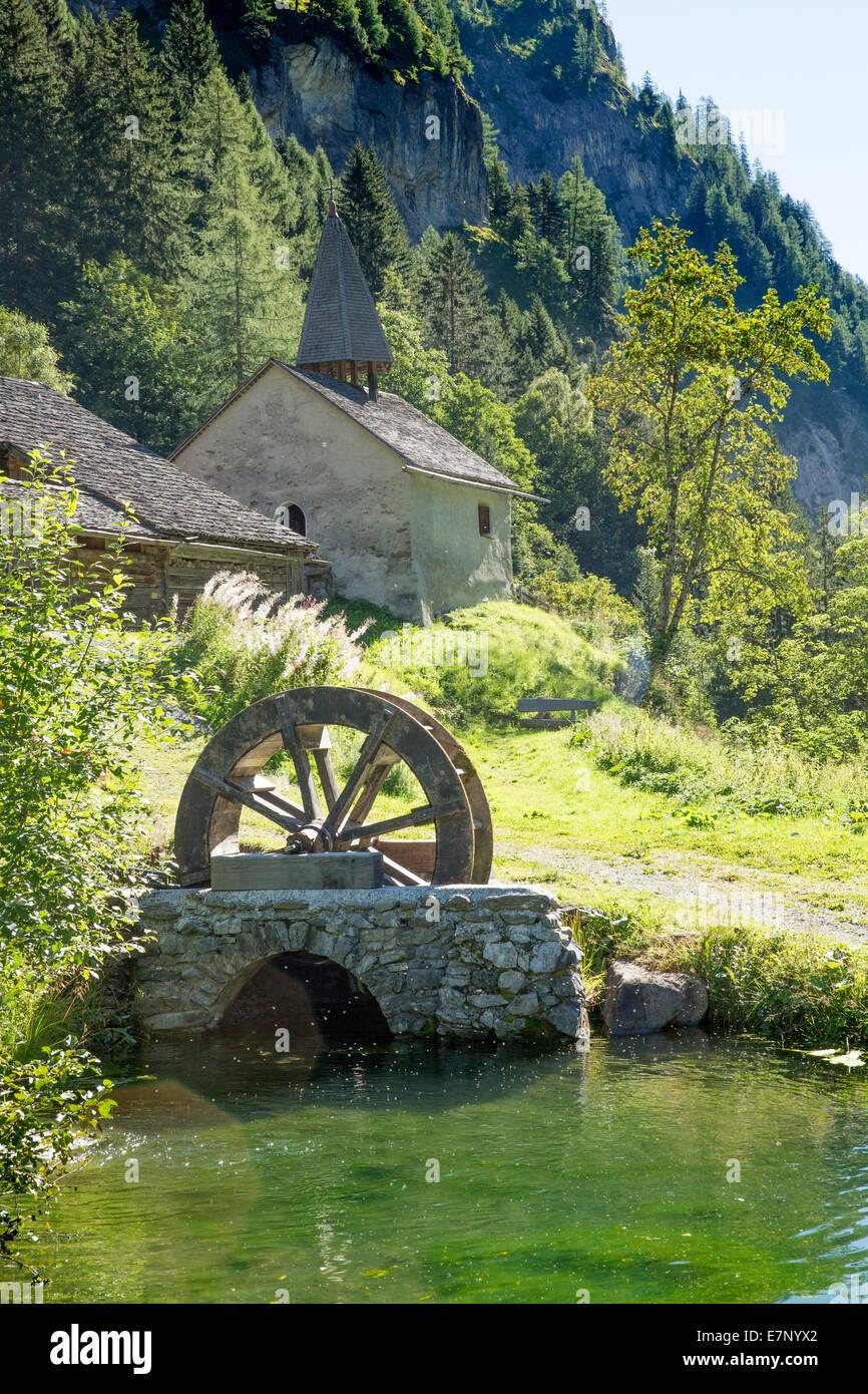 Calfeisental, San Martín, aldea, agua, SG, en el cantón de San Gallen, noria, Suiza, Europa, capilla Imagen De Stock