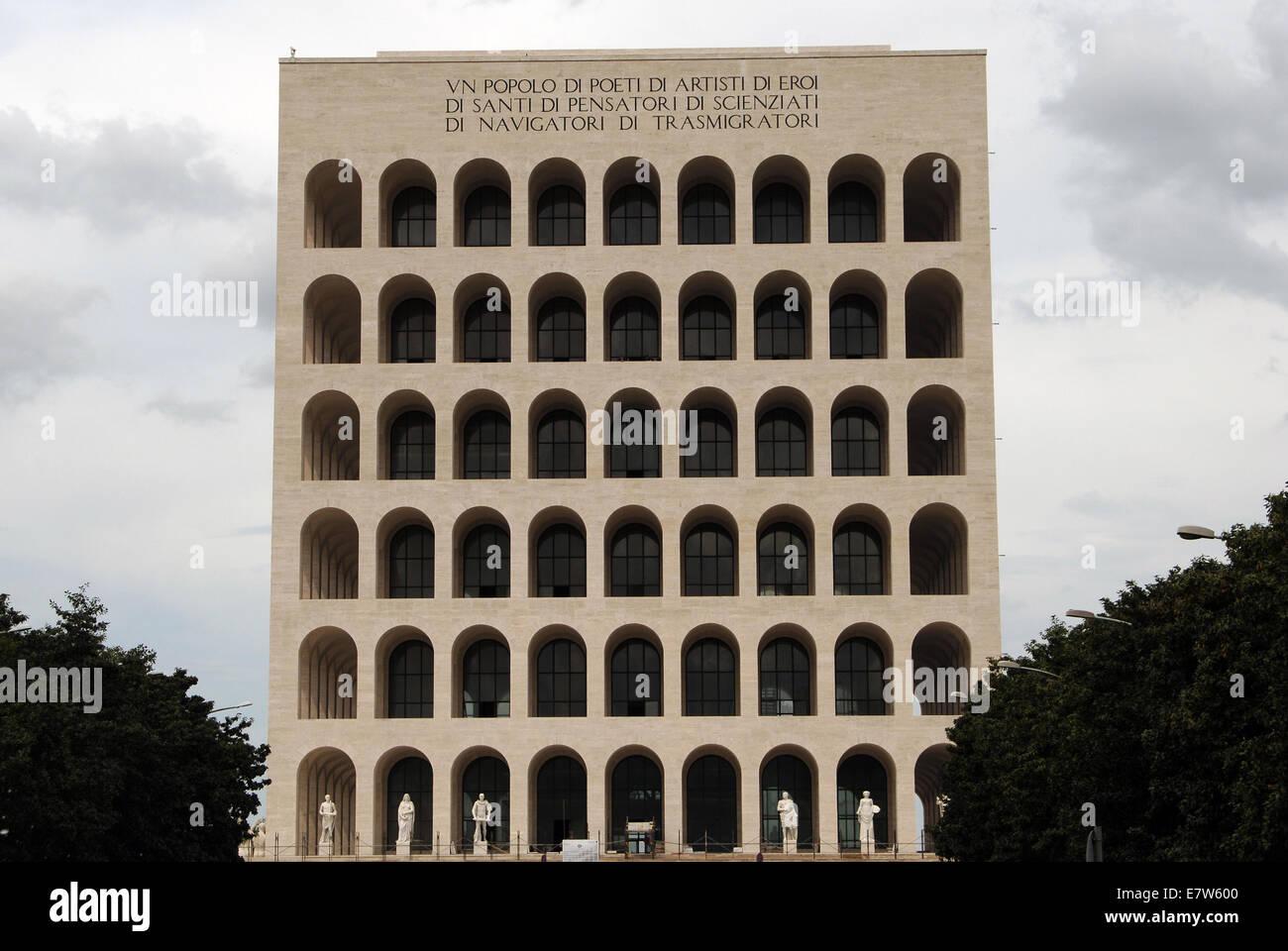Coliseo Cuadrado (Palazzo della Civilta Italiana). Construido entre 1938-1943 por Guerrini, Lapadula y Romano. Exterior. Imagen De Stock
