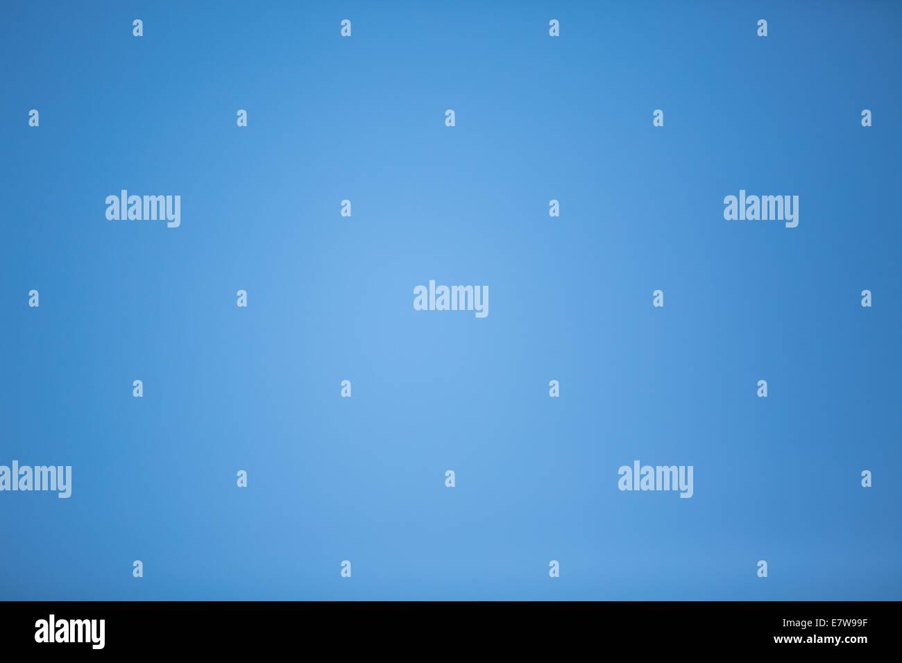 Fotografía de verdaderamente un cielo azul sin nubes Imagen De Stock