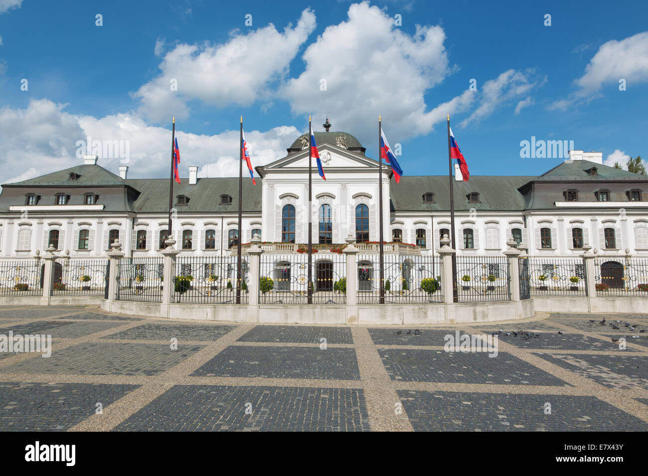 BRATISLAVA, Eslovaquia - Septiembre 21, 2014: Los Presidentes (o Grasalkovic) Palacio. Foto de stock
