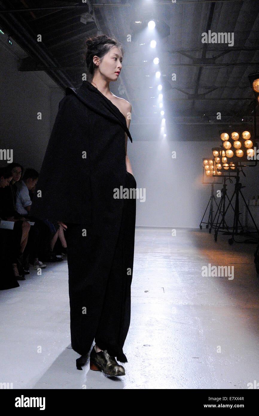 Modelo bei der Aganovich Fashion Show auf der de la Semana de la moda de París Primavera/Verano 2015. París, 24.09.2014/Picture Foto de stock