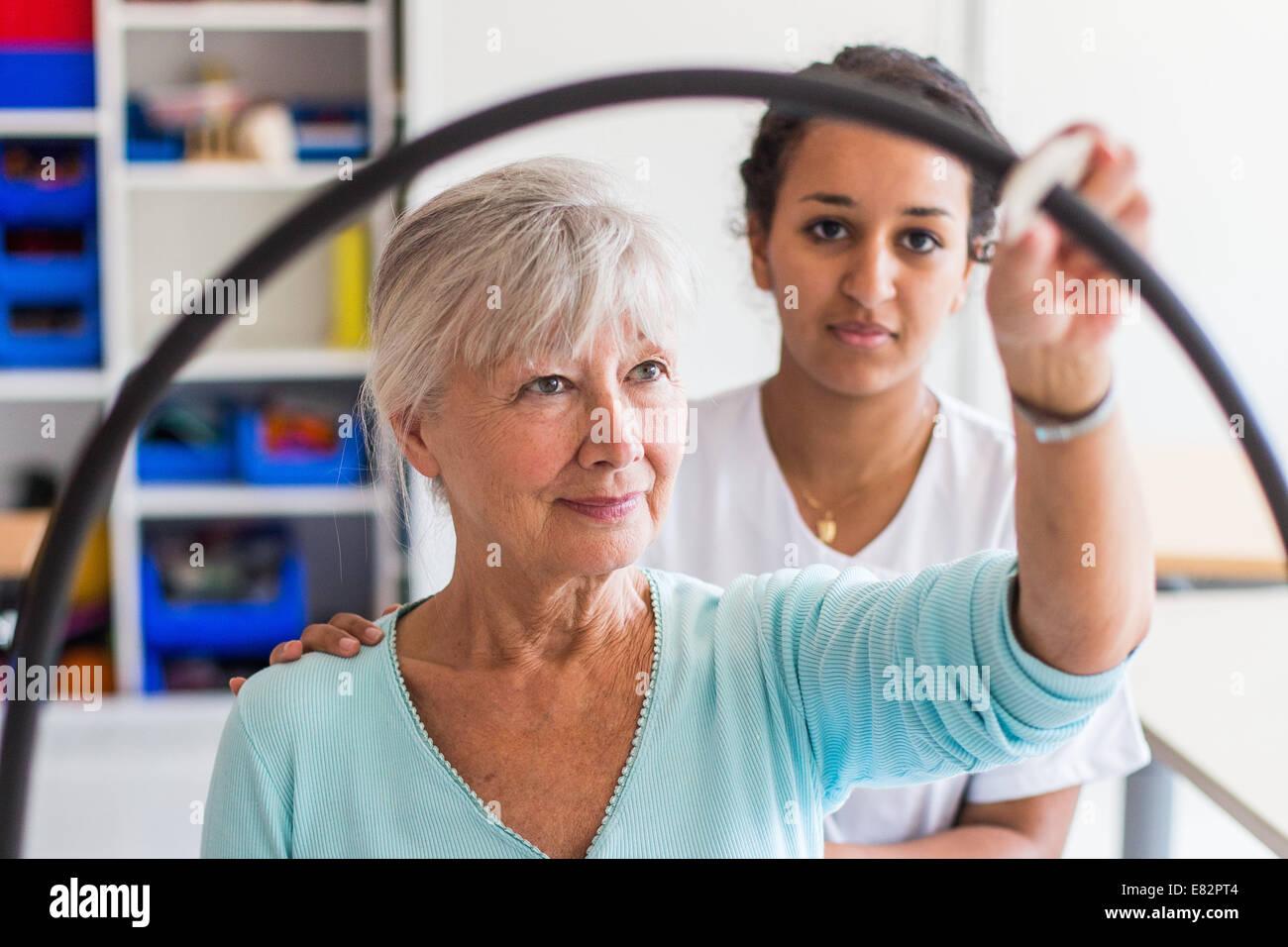 La rehabilitación funcional, sesión de terapia ocupacional del Departamento de Medicina Física y Imagen De Stock