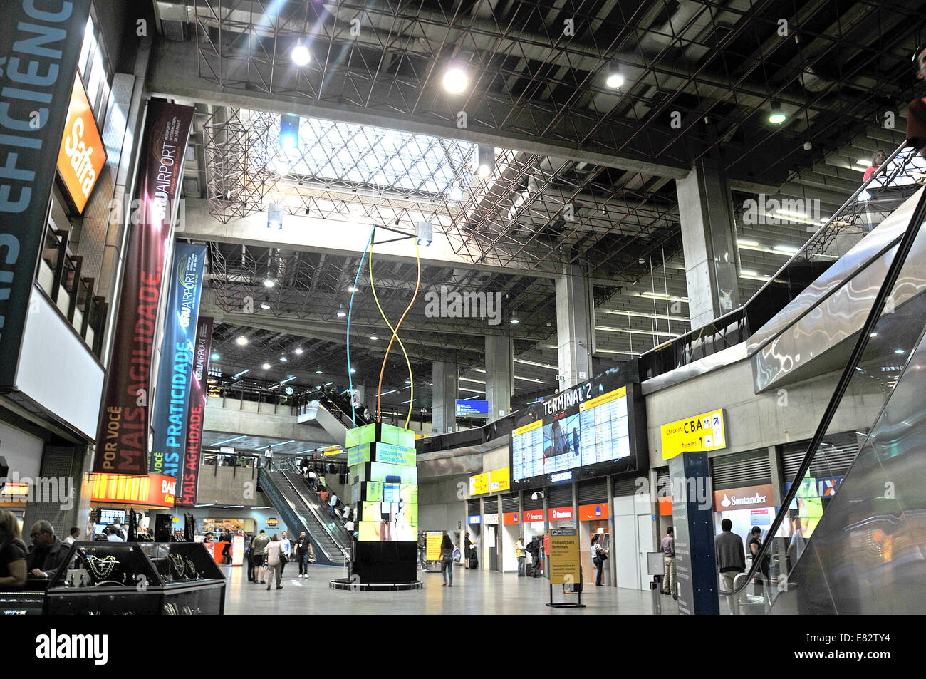El aeropuerto internacional de Guarulhos de Sao Paulo en Brasil Imagen De Stock