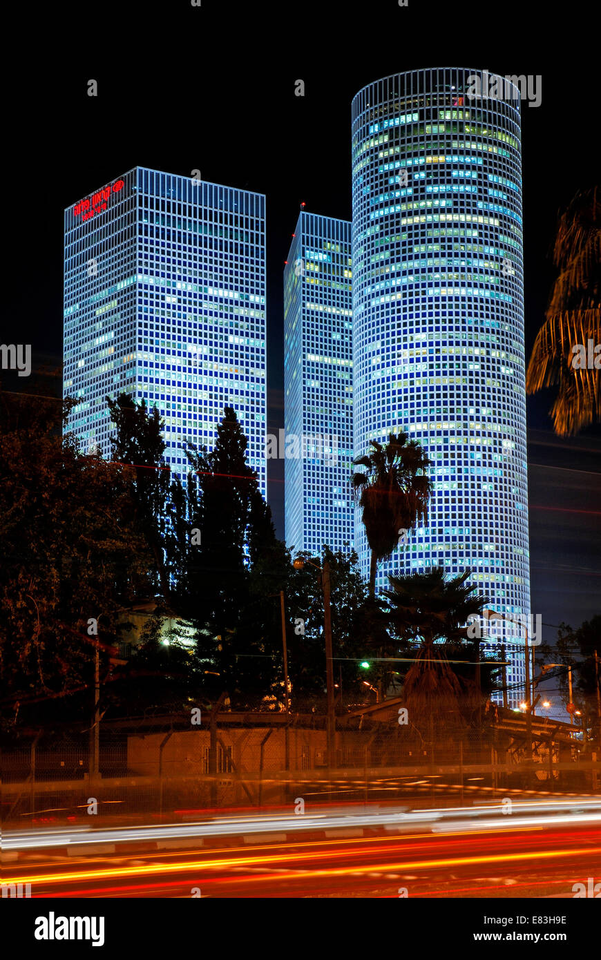 Por la noche las Torres Azrieli, Tel Aviv, Israel Imagen De Stock