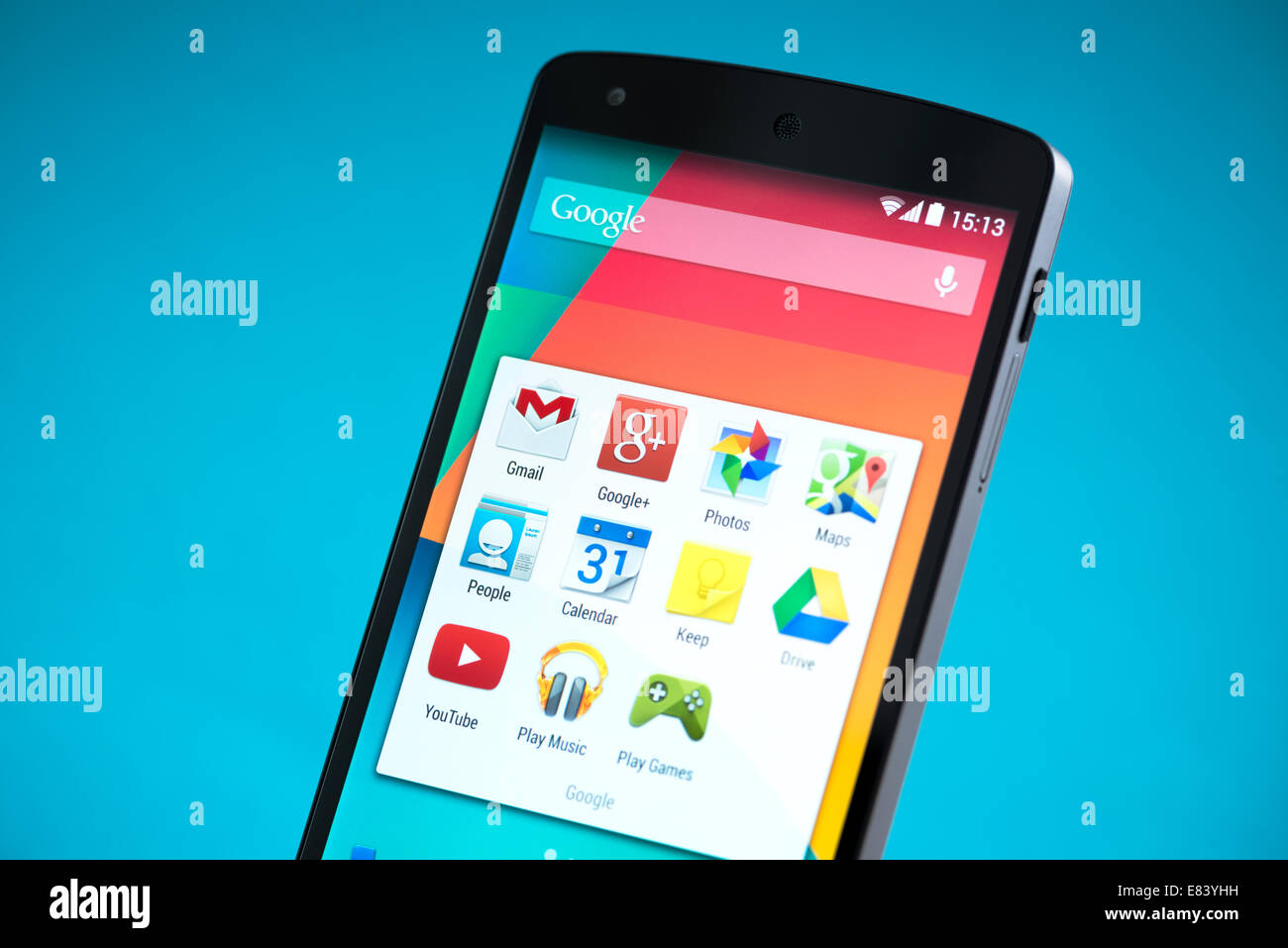 Primer plano de nuevo Google Nexus 5, alimentado por la versión 4.4 de Android, fabricado por LG Electronics Foto de stock