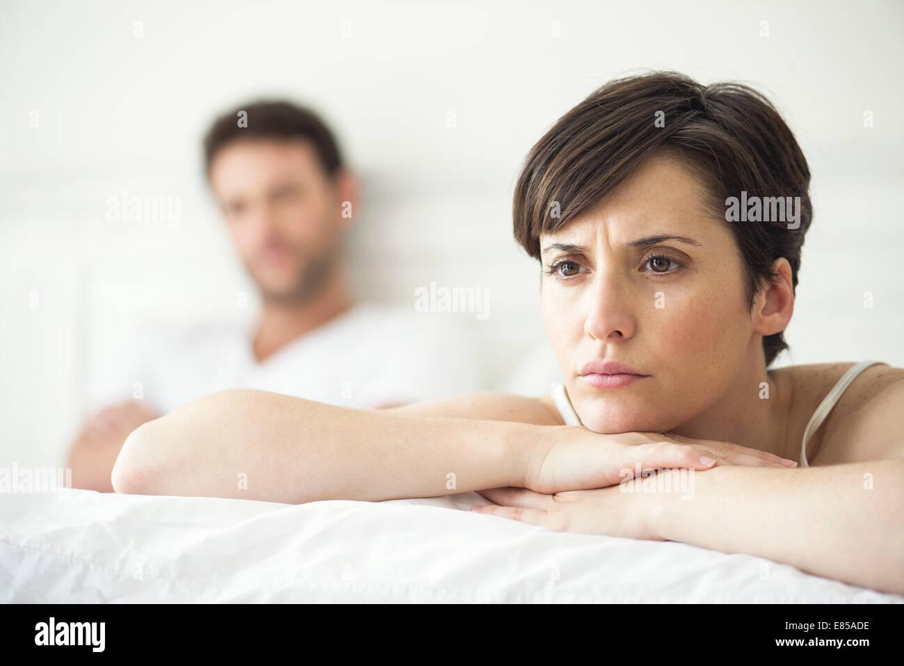 Par no habla después de desacuerdo en la cama Imagen De Stock