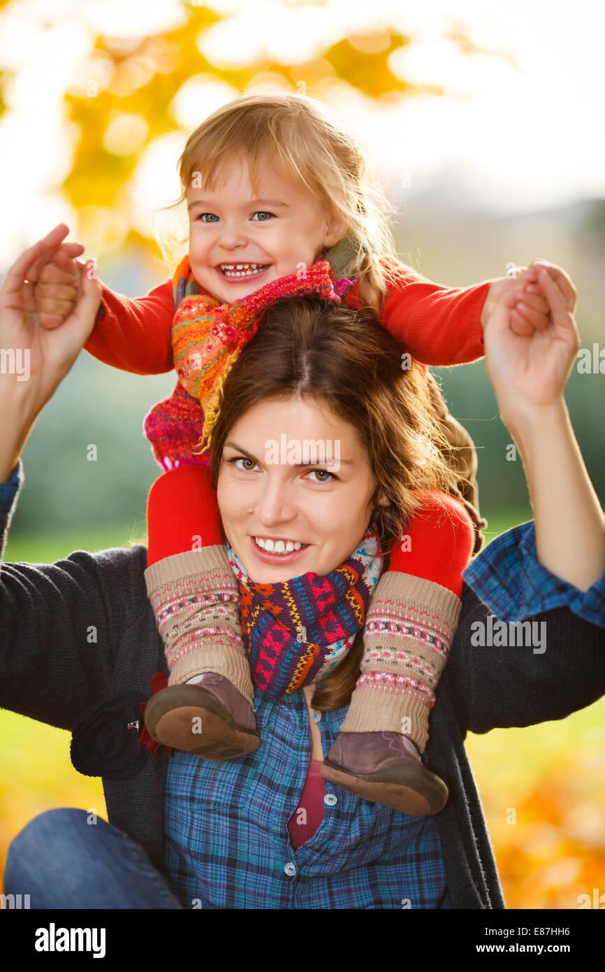 Madre e hija en el parque Imagen De Stock
